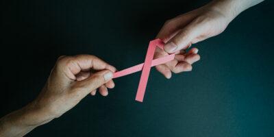 Predecir qué riesgo de recaída tiene un cáncer de mama.
